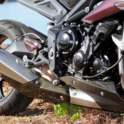 Street Triple 675 2013 Sabot moteur carbone-2