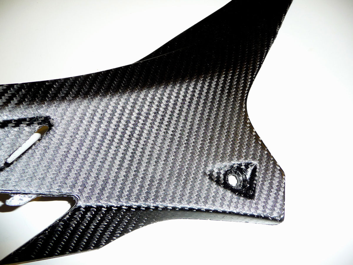 CARBON FIBER UNDER TANK SIDE PANELS FOR RSV4 / TUONO V4