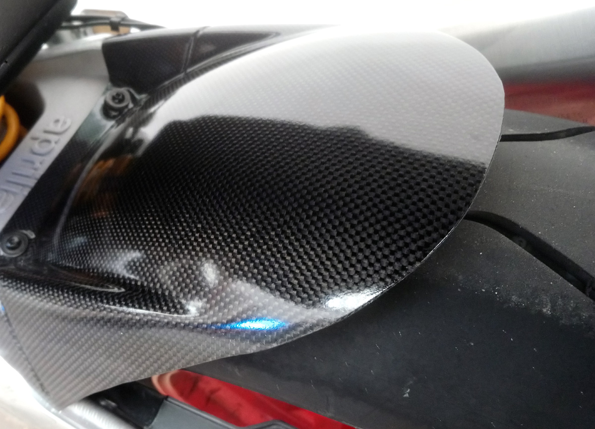 CARBON FIBER REAR HUGGER FOR RSV4 / TUONO V4