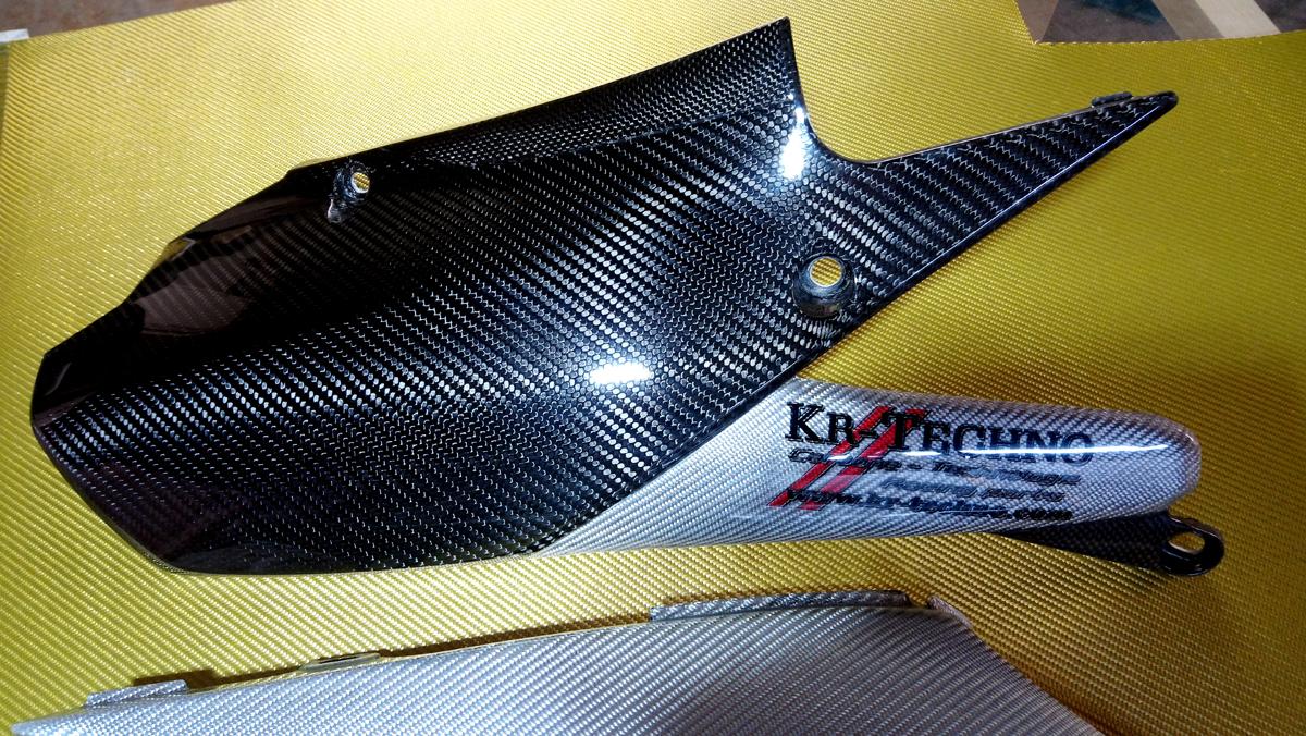 protection échappement détail carbone - Texhalium Silver  YZ 450