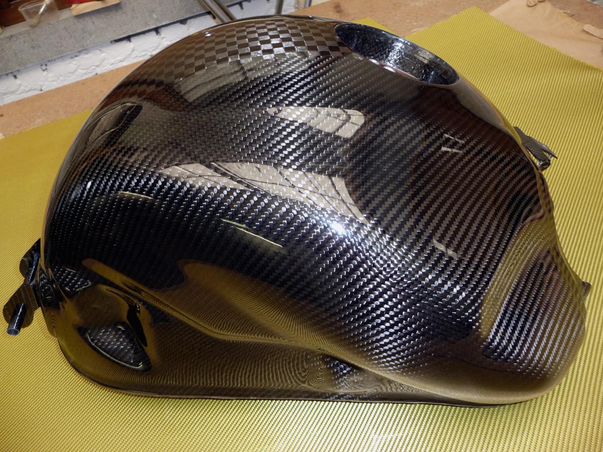 Fuel tank carbon 3